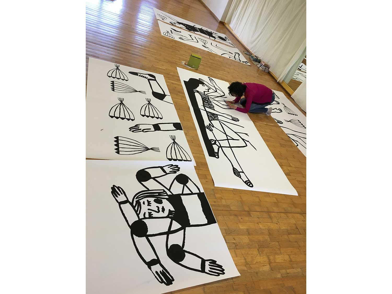 Scénographie et grands dessins muraux Magali Bardos atelier danse les 30 ans rabastens danseurs mouvement costume