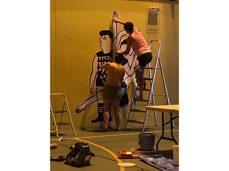 Atelier danse / © Magali BardosScénographie et grands dessins muraux Magali Bardos atelier danse les 30 ans rabastens danseurs mouvement costume