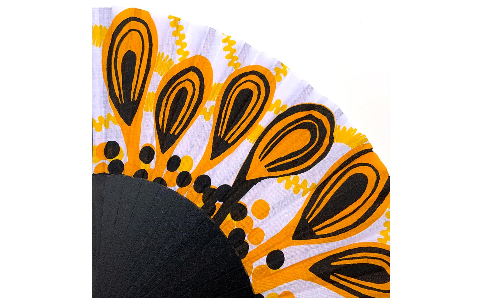 © courant d'air 04 © Magali Bardos éventail handfan abanicos motif pattern sérigraphie sur tissus silkscreen noir jaune paon