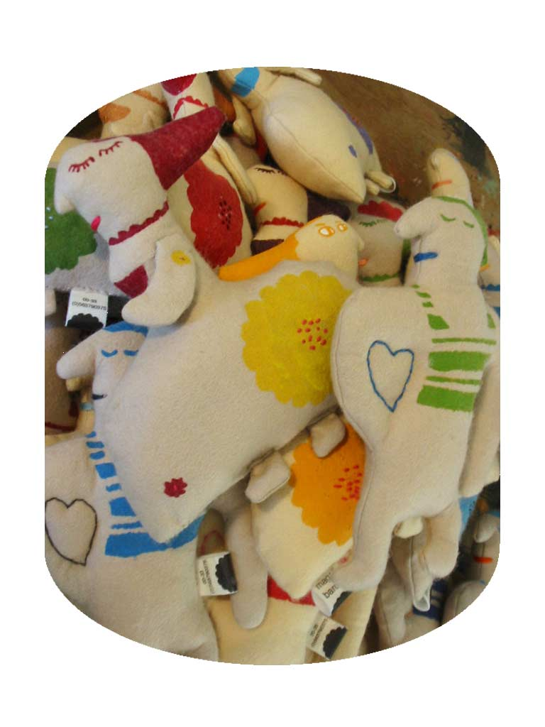 poupées bonjour bonsoir © Magali Bardos felt stencils doudou creation textile flower asleep awake heart embroidery