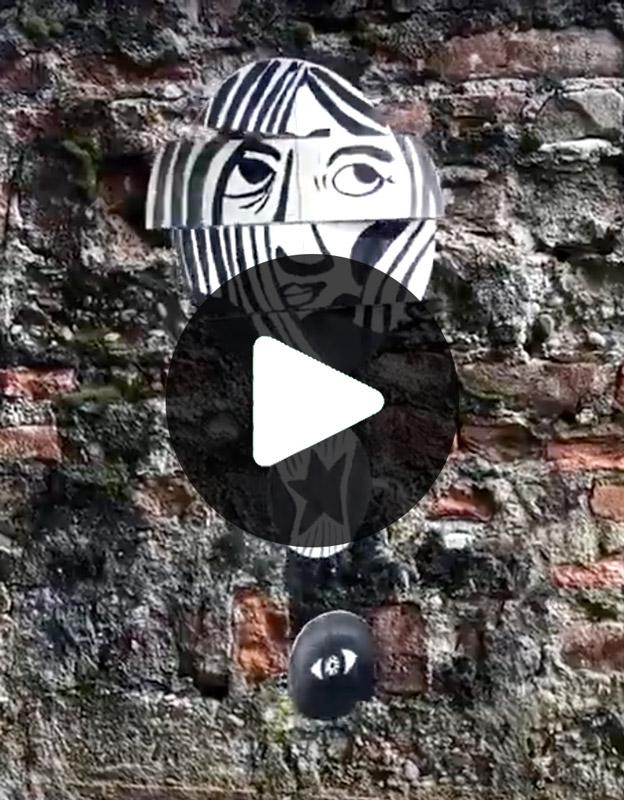 Magali Bardos Mobile encre noire regards mouvement visage sourire smile moving suspension face look